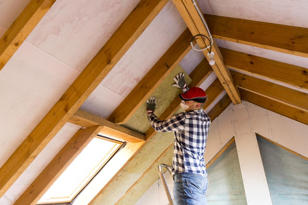 Isolation toiture par l'intérieur : Pourquoi est-ce une obligation ?