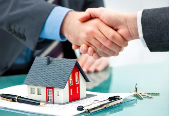 Pourquoi passer par une agence immobilière pour vendre sa maison ?